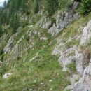 Nekoč je bila mulatjera. Levo, globoko spodaj, je dolina Lepena.