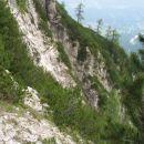 Z vrha tistega grebenčka (zgornji macesn) me je pripeljala polička!