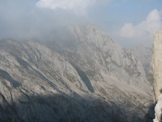 Za trenutek se je pokazal tudi Mišelj vrh