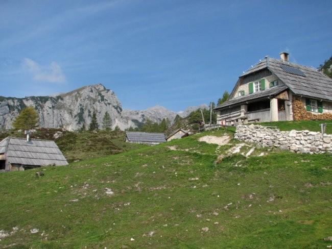 Planina je z leve lepo ograjena z Ogradi.