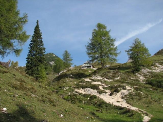Lepotica - Fužinska planina Krstenica. Zadaj najmanjši, njen Stog.