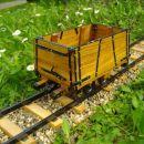 Vagon za prevoz rude z lesenim zabojnikom