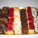 čokoladni kolač, jogurtova pita, bombice, ježki - vse SloKul + višnjevo pecivo
