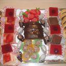 višnjevo pecivo, jagodne kocke, maskarponejeve kocke, miške, ježki, kroglice, čokoladni ko