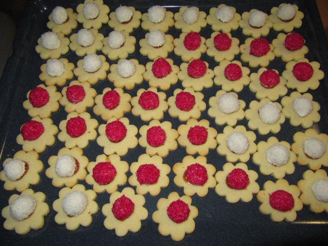 Rdeče bele rožice