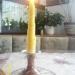 svečnik s svečo iz satnice