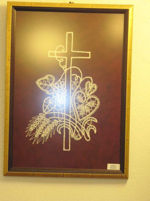 Križ in cvetje