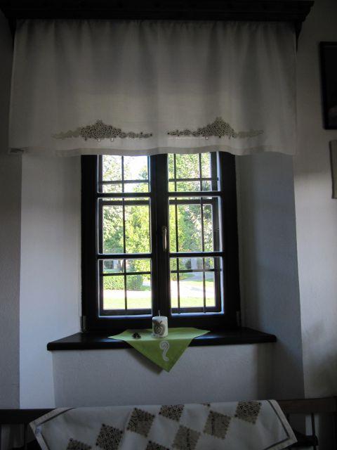 Zavese v kmečki sobi