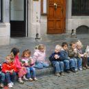 otroci vseh ras v vrtcu...