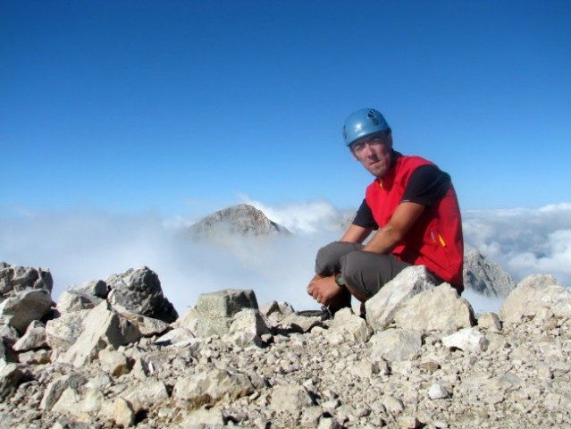 Na vrhu, v ozadju Grintovec