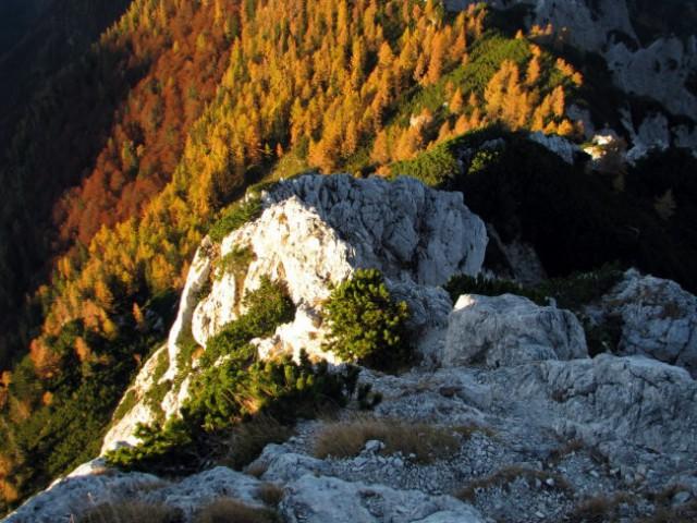 Tik pod vrhom Staničevega vrha se ozrem nazaj na čudovite barve