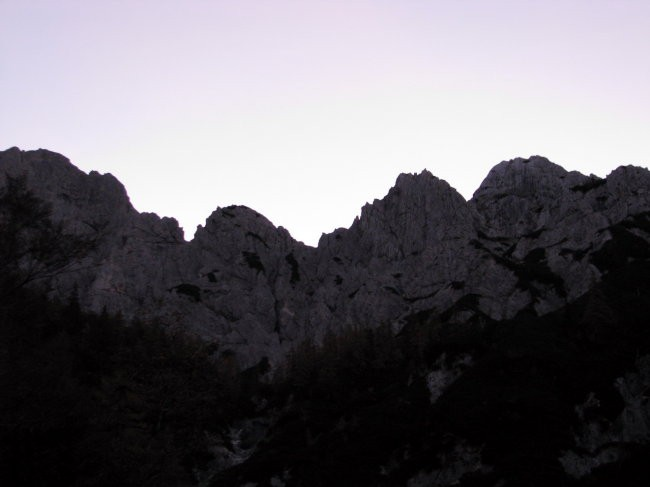 Tu gor me bo danes vodila pot