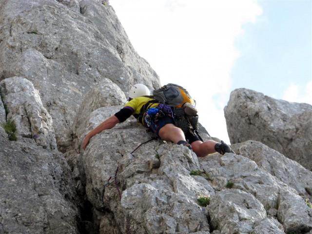 Ne vem, ali se je zaljubil v tole skalo ali zakaj jo tako objema!? :)