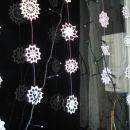 snežinke na oknu