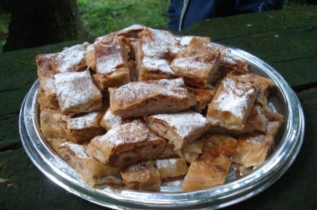 Polonin štrudelj je prispeval k sladkemu delu pikniku