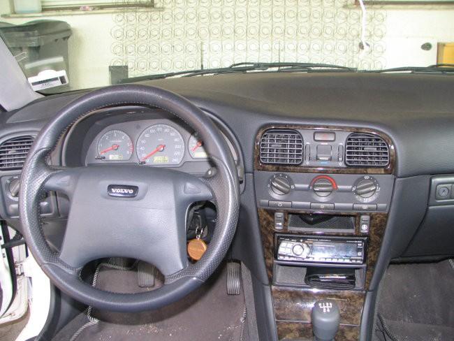 Armaturka ...Pa alpine 9813, ki skrbi za dobro vzdušje v avtu, tako mladih kot starih ...