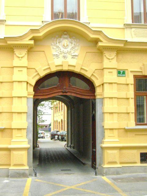 I like a good door!  - foto