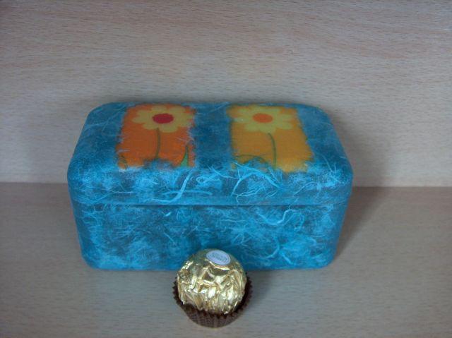 Skatlica of ferrero roche, rižev papir in servetka