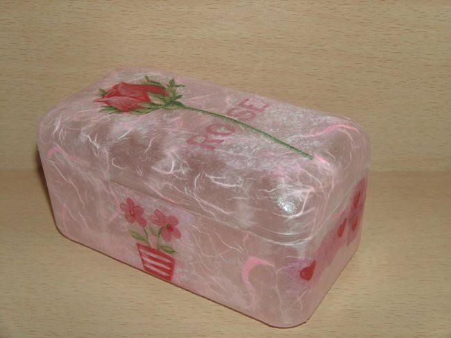 škatlica od ferrero roche, rižev papir in servetek