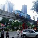 Monorail od zunaj še doda k futurističnemu  vtisu.