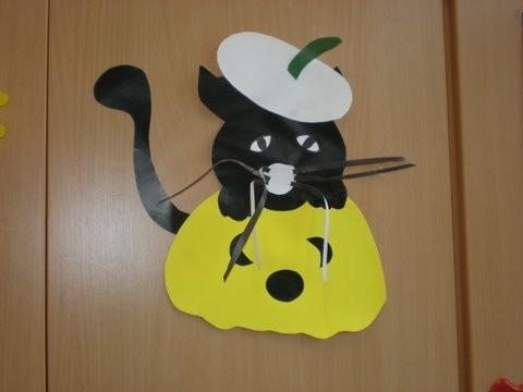 Mačka na buči, sicer jesenska dekoracija na oknih.