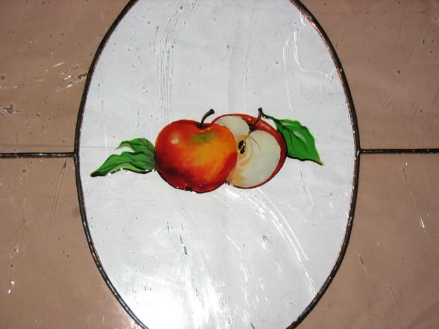 Polnilo kuhinjske omarice, vitraž s poslikavo