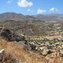 Raznolika pokrajina otoka se kaže zlasti v neskončnih vijugastih cestah in hribovitosti. O