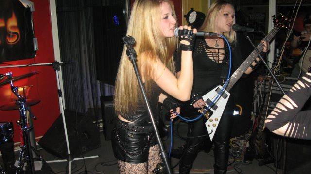 27.11.2010 MFT, Hellcats @ Rollbar - foto
