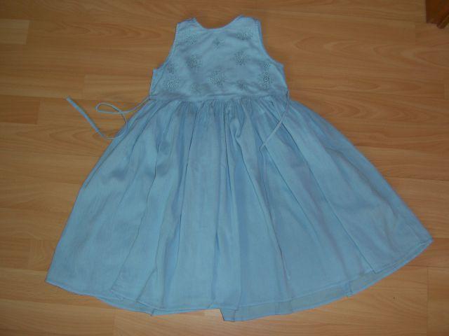 Oblekica v 98/104 cena 3 eur