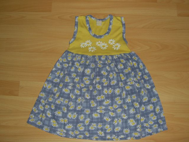 Oblekica 98/104 cena 2,50 eur več nošena