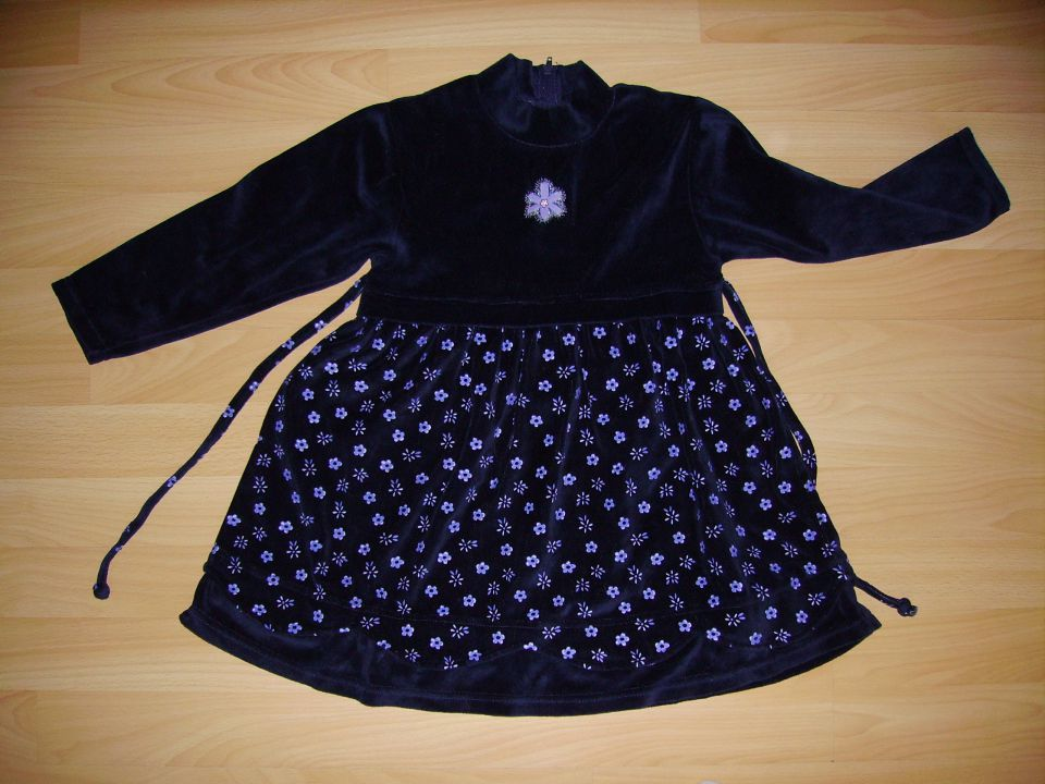 oblekica tik&tak v 98 cena 5 eur oblečena 2-3 krat temno modra barva