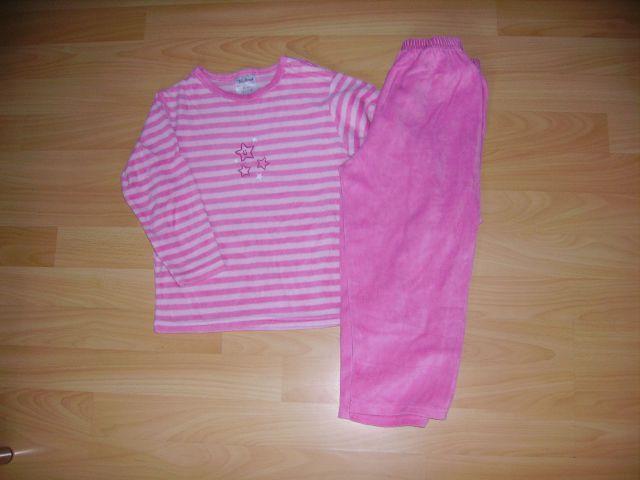 Pliš pižama 98/104 cena 4 eur