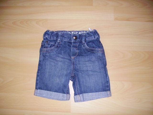 Kratke hlačeC&A v 92 cena  3 eur