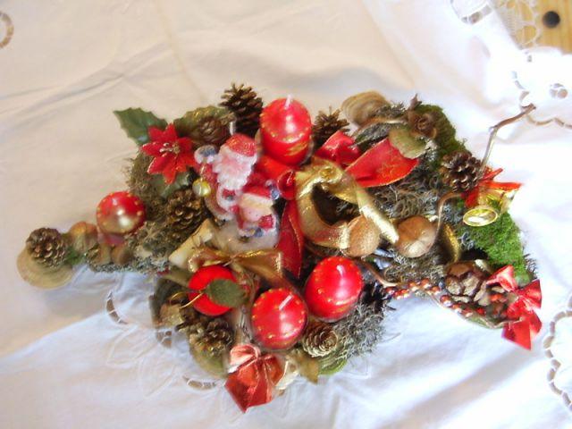Adventni venčki in namizni božični aranžmaji - foto