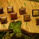 prstani z lesenim draguljem