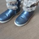 Zimski čevlji, gležnarji, št. 33; cena 10 €