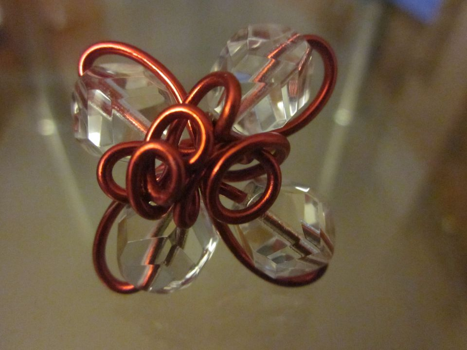 Prstan iz debelejše žice in perlic - foto povečava