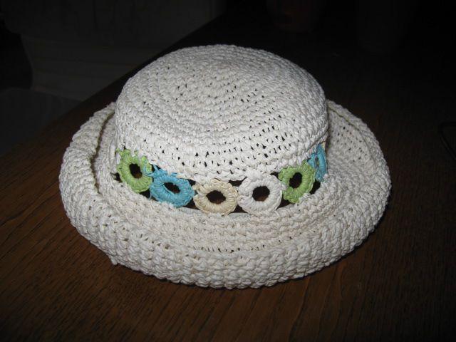 Pleten klobuk za punco za 2-3 leta, 3€
