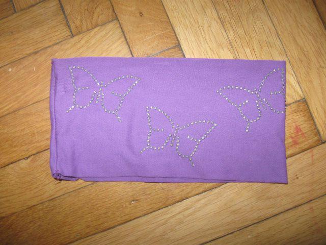 Tanek širok vijoličen trak za ušesa z metuljčki, 1€
