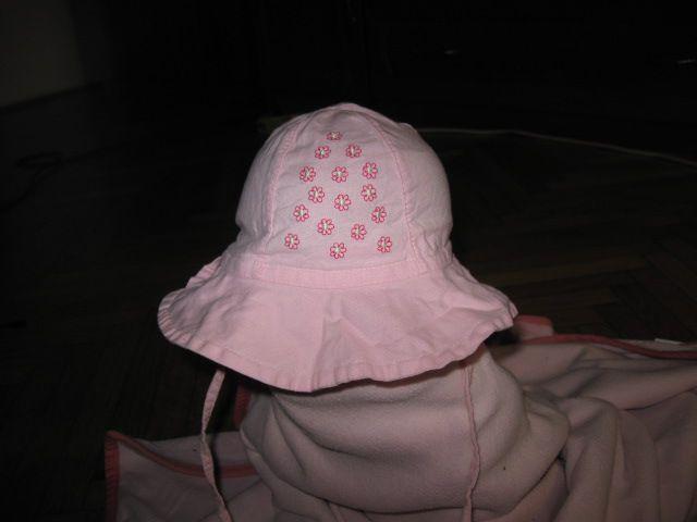 Roza klobuk za zavezat vel.47, 2€