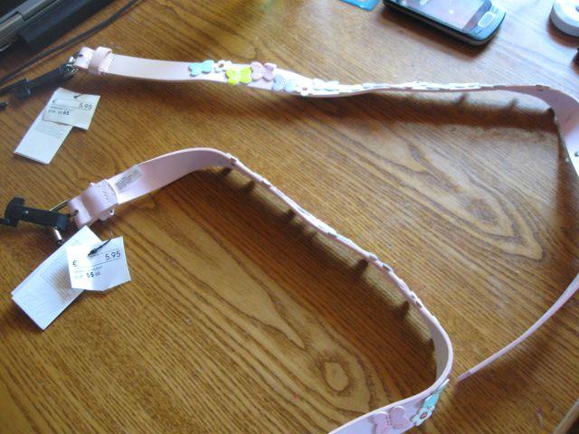 2x roza pas z etiketo H&M, 4€ kos