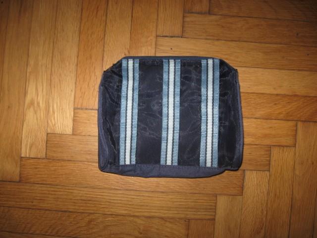 Nerabljena majhna kozmetična torbica, 2€