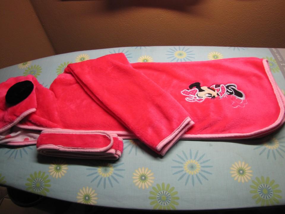 Kopalni plašči, pižame deklica - dodano 25.8. - foto povečava