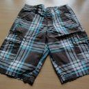 kratke hlače z žepi spredaj in zadaj- 3 eur, ptt stroškek ni vključen