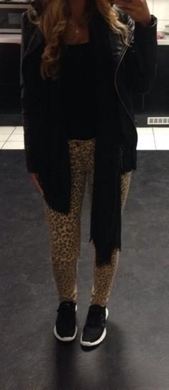 Tigraste jeans hlače velikost S. Samo oprane.