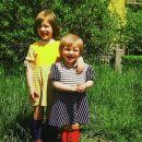 mala jaz Bači in moja veliiiiika sestra Tači...ene 150 let nazaj:)