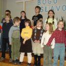 Kajči lepo nastopa v pevskem zborčku