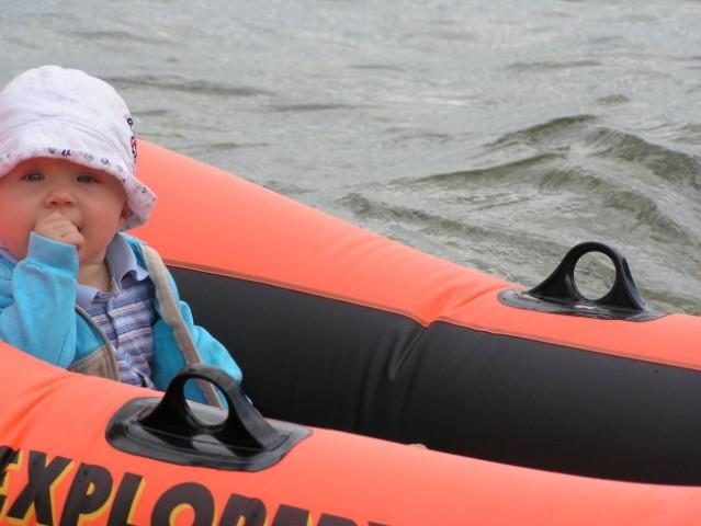10m dojenček nujno, ampak res NUJNO rabi svoj čoln:=)