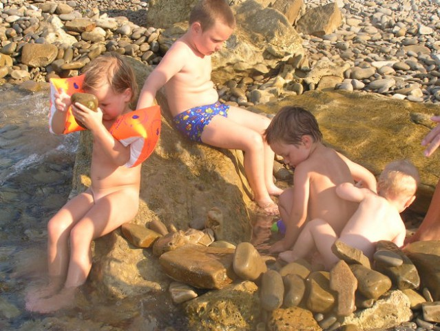Kajči in njeni prijatlčki na morju...Ella, Jure in Aljaž