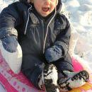 mala žurerka...Uroš jo je 2x kipnil  v sneg, pa se ni dala...ja dobra volja je najbolja:)